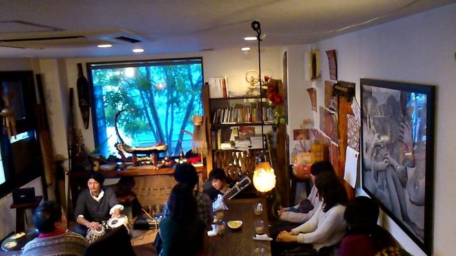 アジアの食堂 ムバラケ - 内観写真:北インド古典音楽ライブ