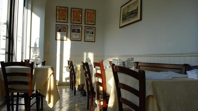 ピッツェリア・トラットリア・ナプレ - 内観写真:グループでのお食事にぴったりなアングルもございます。
