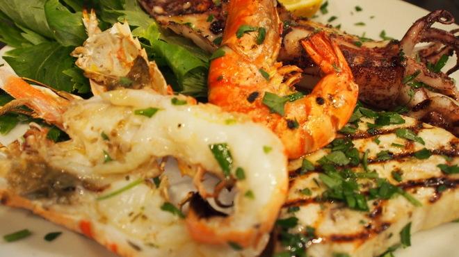 ピッツェリア・トラットリア・ナプレ - 料理写真:南イタリアの郷土料理をベースにした調理方法で新鮮な魚介類を皆さまにお届けいたします。