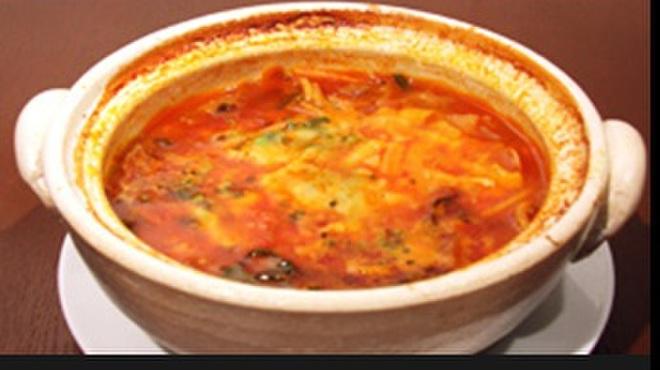 ビストロ カルネジーオ - 料理写真:グツグツテールスープ辛パスタ