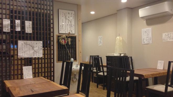 八十八 - 内観写真:落ち着いた雰囲気の一階店内
