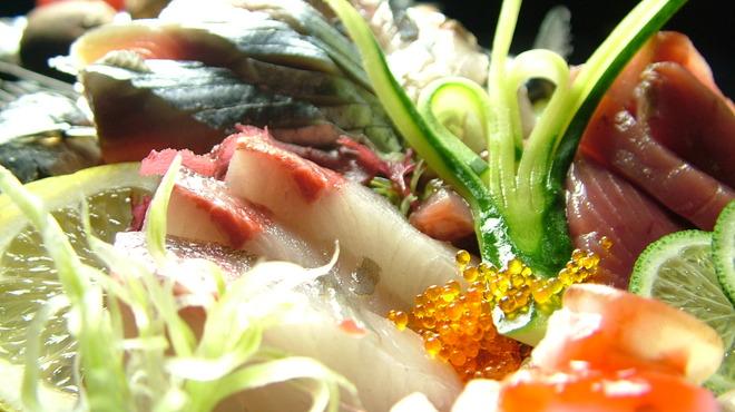 たんと - 料理写真:毎日仕入れる瀬戸内の新鮮な魚介が自慢です。たんとへ来たらまずは、お造りからどうぞ。