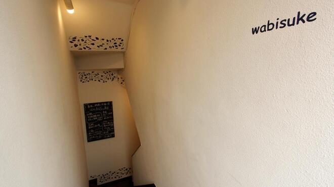 wabisuke - 内観写真:白を基調とした階段はヨーロッパ風。中に入ると・・・和風。