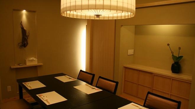向島 平岡 - 内観写真:離れ座敷になってます。24人までの宴会が可能です。