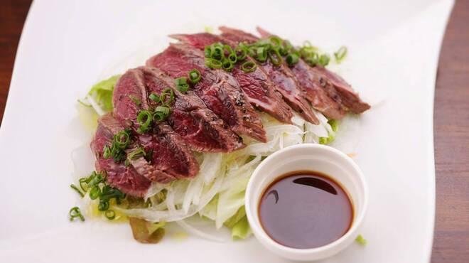 まくら木 - 料理写真:◆エゾ鹿肉のたたき◆絶品!!鹿肉のさっぱりした赤味を、わさびポン酢でどうぞ!