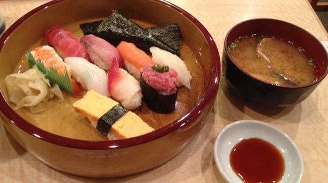 築地ビッグ寿司 - 料理写真:お料理一例