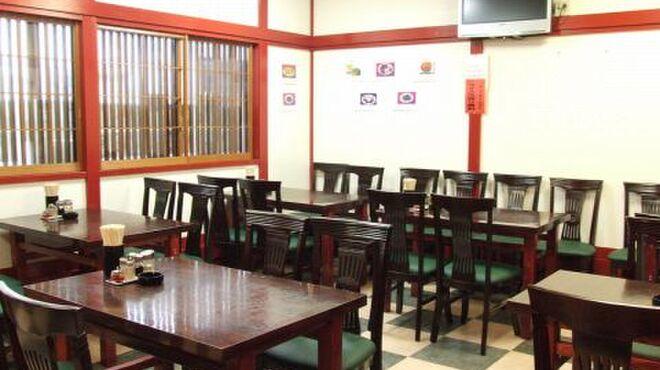 中国料理 金春新館 - 内観写真:1Fには、気軽に使えるテーブル席がございます。