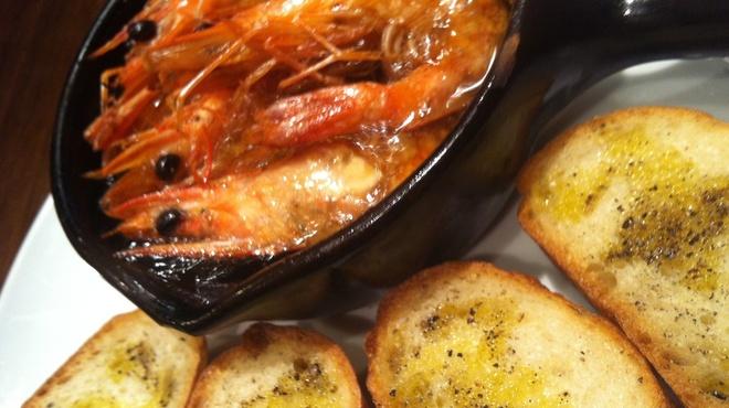 ビストロッソミュジーク - 料理写真:天使の海老のアヒージョ☆殻ごとガブッとどうぞ!