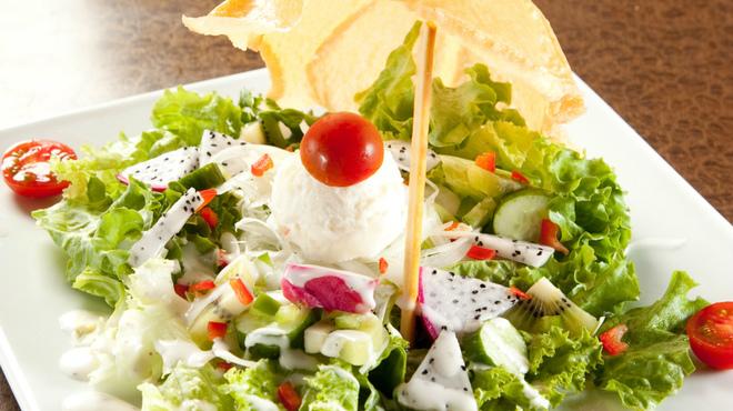 かんかん商店 - 料理写真:女性にはヘルシーなサラダがおすすめです♪