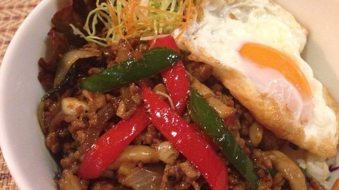 アジアン食堂グリドルズ - 料理写真:ガパオ・ムーサップ・カオ・カイダオ