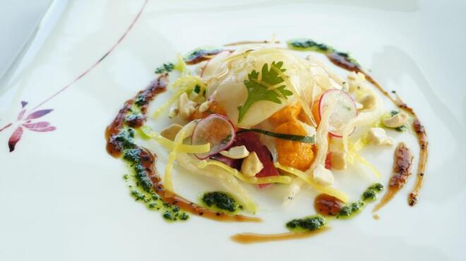 センス - 料理写真:チャイニーズカルパッチョも料理長オリジナルのセンススタイルで