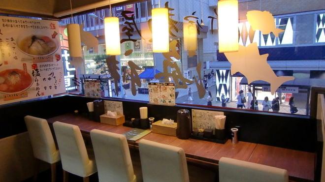 麺屋海神 - 内観写真:店内