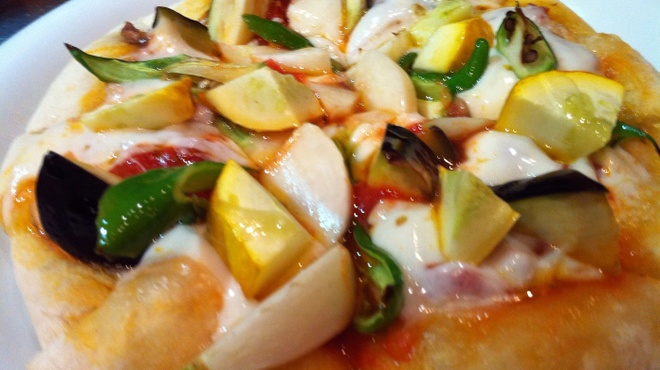 VIVACE.S - 料理写真:野菜タップリのモチモチピッツァ