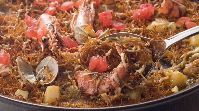ビキニ ピカール - 料理写真:カタルーニャ地方名物のパスタを使ったパエリアフィデオ。