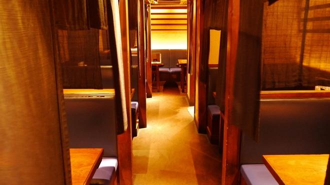 京ちゃばな - 内観写真:1部屋ずつのれんでくぎられています。