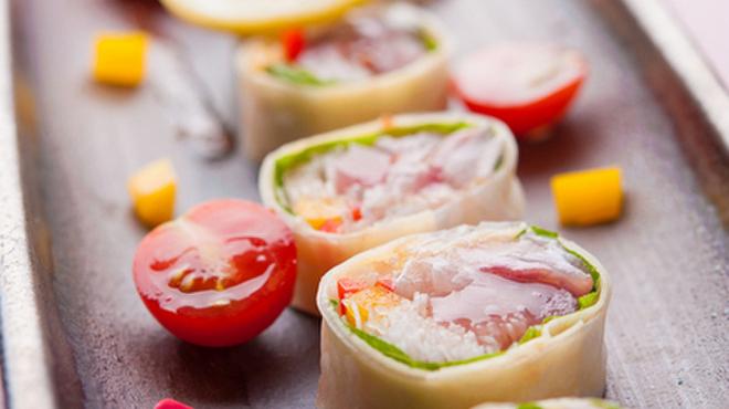 つるぎ - 料理写真:新鮮な魚介を使った『本日の海鮮カルパッチョ 生春巻き仕立て』