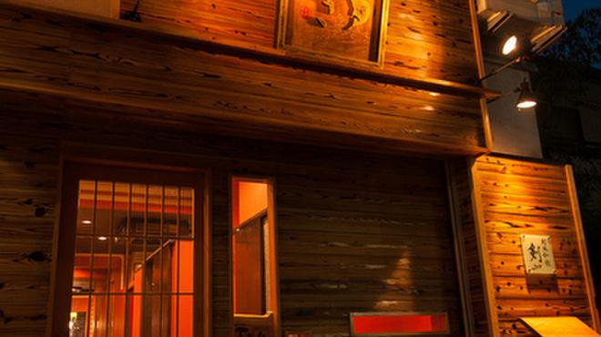 つるぎ - 内観写真:木のあたたかみあふれる店構えが特徴です