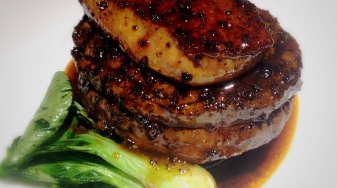 俺のイタリアン YAESU - 料理写真:牛フィレ肉とフォアグラの「YAESUロッシーニ」