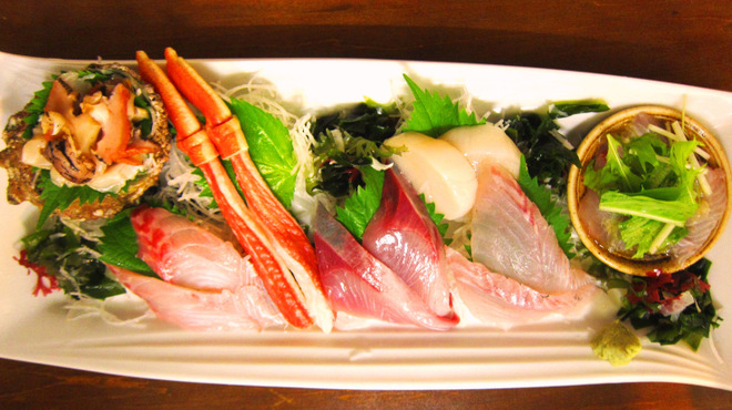 鐵の家 - 料理写真:毎日、日替わりの新鮮なお刺身7点盛りは、豪華満点です!!