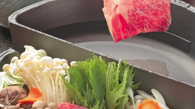 """牛禅 - 料理写真:しゃぶしゃぶとすき焼きが同時に楽しめる 牛禅オリジナル""""すきしゃぶなべ"""""""