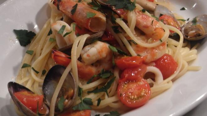 ヴァカンツァ - 料理写真:本場ナポリの様に具沢山のパスタです。