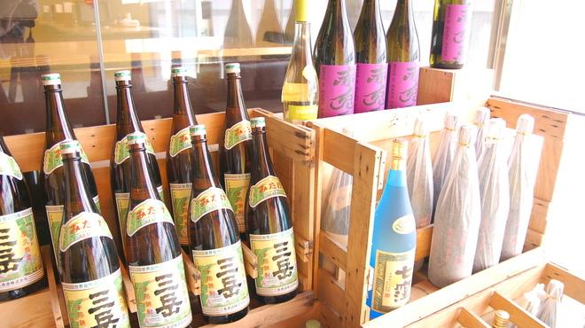 鳥ぼんぼん - 料理写真:プレミア焼酎の中でも、言わば定番焼酎の「三岳」や某ショッピングサイトの焼酎部門で第1位を爆走中の紫の「赤兎馬」が各一杯399円。お値打ちです!