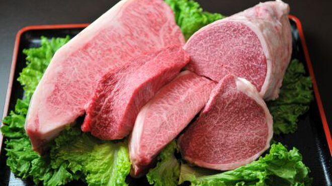 格之進R - 料理写真:門崎熟成肉は仕入れ、約2ヵ月以上熟成させ牛肉の旨さを十分に引き立たせてからお客様にご提供しております。