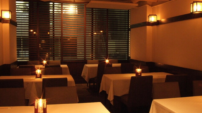銀座ロビー - 内観写真:3階のメインダイニング。しっかりお食事を楽しみたいお客様に。