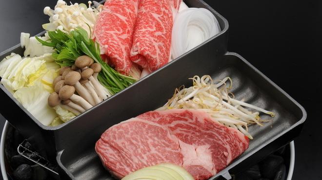 """牛禅 - 料理写真:しゃぶしゃぶとステーキが同時に楽しめるオリジナル""""ステーキ鍋"""""""