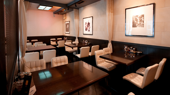 泰興楼 - 内観写真:落ち着いた空間でゆっくりと楽しむ食事の時間