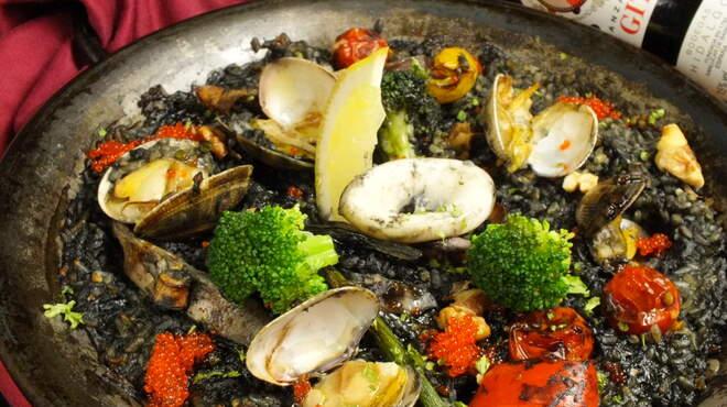スペインバルバルエルソル - 料理写真:イカとアサリのイカ墨パエリア(新)