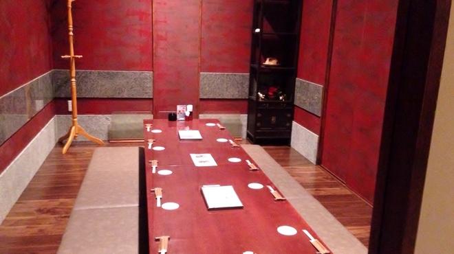 豚肉創作料理 やまと - 内観写真:ゆったりとくつろげる個室です。8~10名様でどうぞ