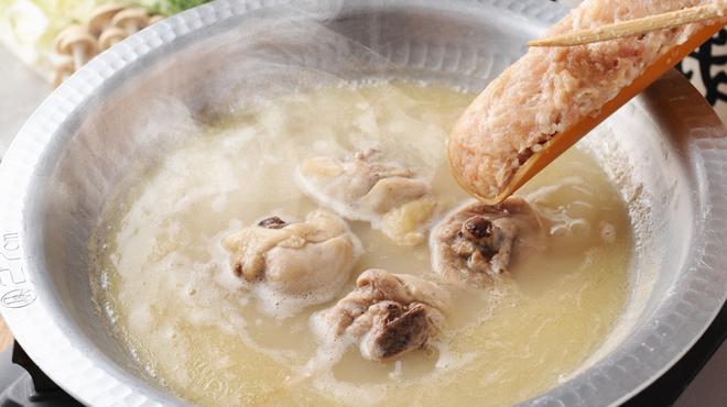 """鶏匠 たけはし - 料理写真:鶏ガラを毎日8時間以上炊き上げたコラーゲンたっぷりで作る""""しろ炊き""""(水炊き)"""