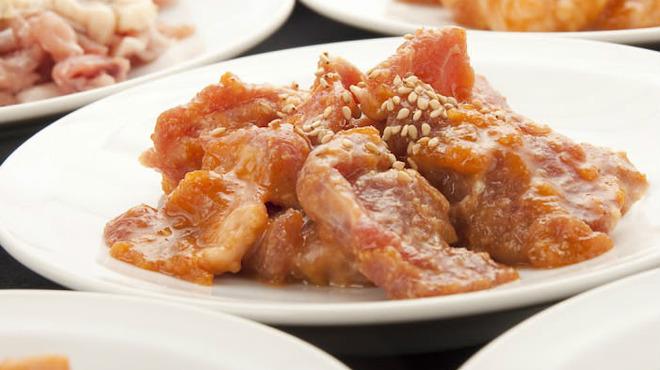 肉屋の台所 宮益坂ミート - 料理写真:~【ホルモン】~ (脂たっぷりのホルモンをさっと炙って召し上がれ♪)