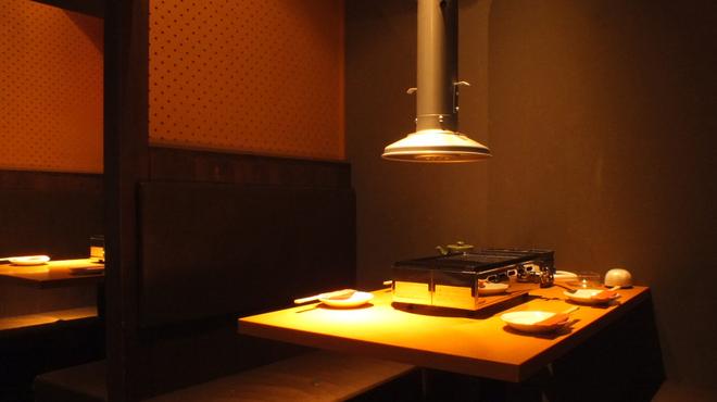 肉屋の台所 宮益坂ミート - 内観写真:4名様ソファテーブル