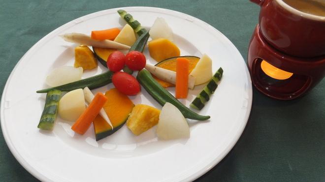 オルトキッチン - 料理写真:一番人気のバーニャカウダ☆オリジナルの絶品ソースで。