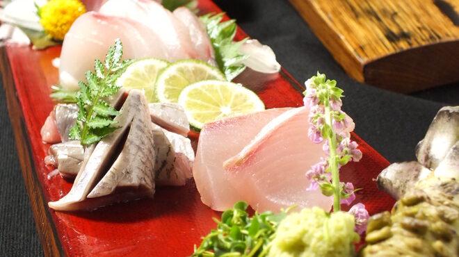 肴や だんじ - 料理写真:名物!天然魚のウイスキー樽盛り!