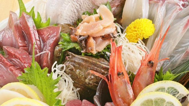 跳魚 - 料理写真:築地直送!旬の海の恵み