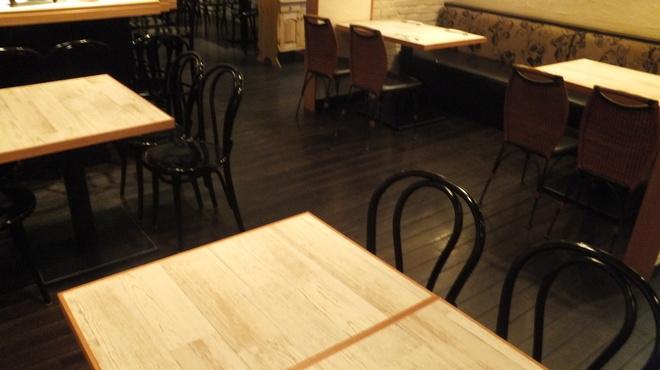 オルトキッチン - 内観写真:貸し切りの御予約承ります。最大で38名まで着席可能です。