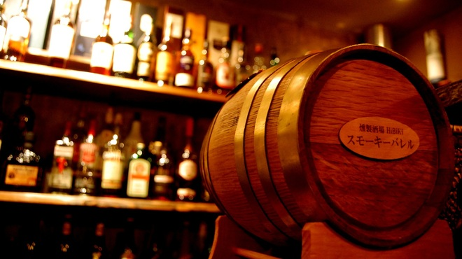 HiBiKi - 内観写真:自慢のウイスキー樽