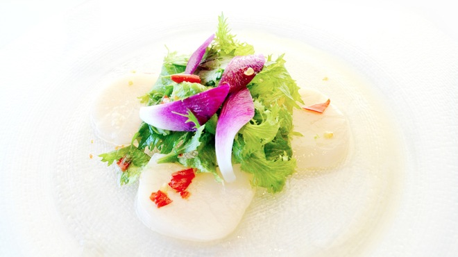 マンゴツリー東京 - 料理写真:11月 創作的なコース 帆立とワサビ菜の冷菜