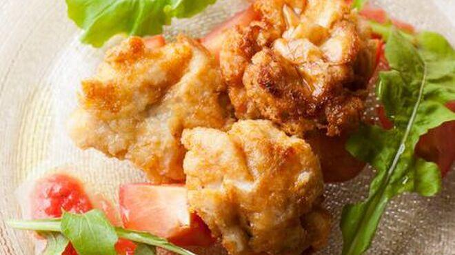イル・ピアーノ - 料理写真:くも子のムニエルとフルーツトマトのサラダ仕立て