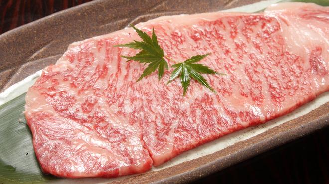日比谷三源豚 - 料理写真:日本一の宮崎牛溶岩石焼きのサーロインステーキ 160g3500円~