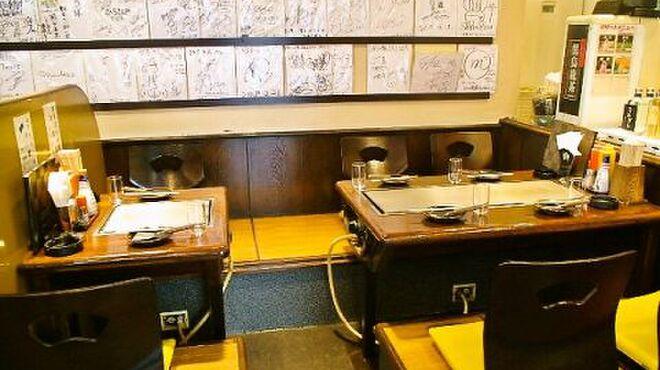 お好み焼 ひろ - 内観写真:4名様用×3・2名様用×2の掘りごたつ席有り☆時間制限も無いのでゆっくり飲みながら、というお客様も多いんです!