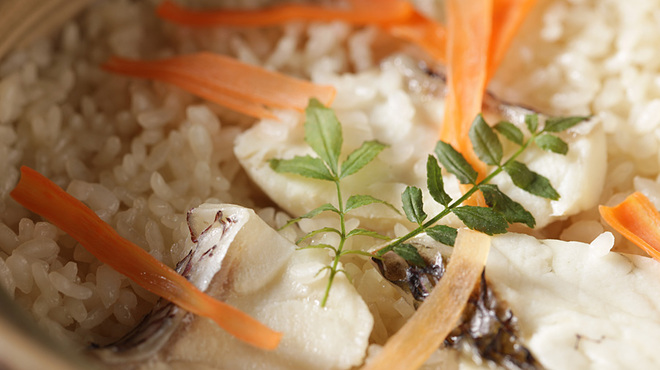 三浦鮮魚直売所 - 料理写真:『名物!! 真鯛の土鍋炊き込みご飯』