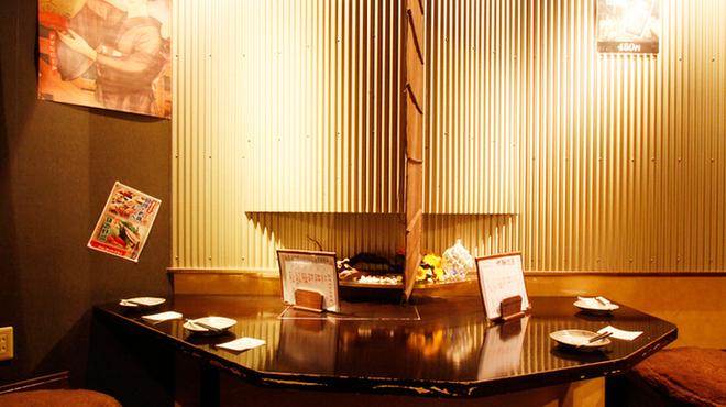 三浦鮮魚直売所 - 内観写真:【こんな空間もあります】円卓を囲んでコンパや飲み会に最適!