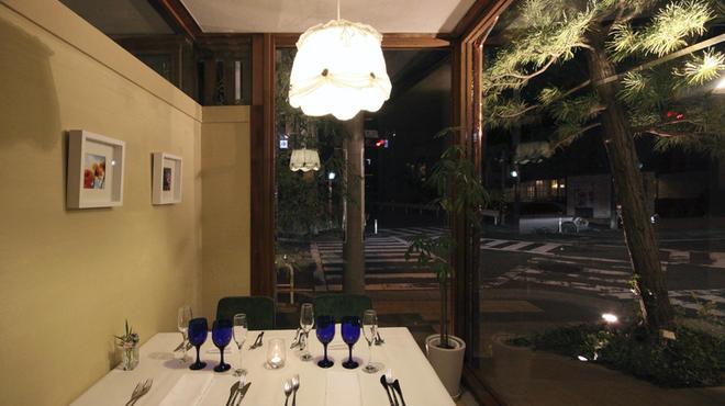 ガーデンレストラン アマルフィイ - 内観写真:1階 半個室(他のお席と離れているますのでお子様と一緒にどうぞ