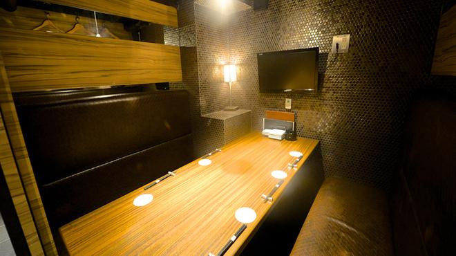 恵比寿BAR - 内観写真:全13室の個室はテレビモニター付きです