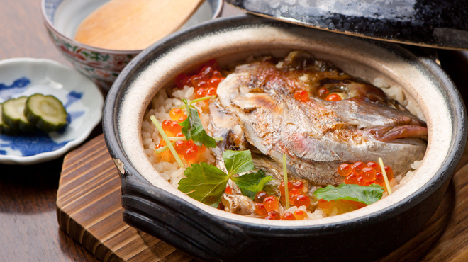 御馳喜々 - 料理写真:フワッとした鯛の身と風味を楽しめる『鯛めし 二人前』