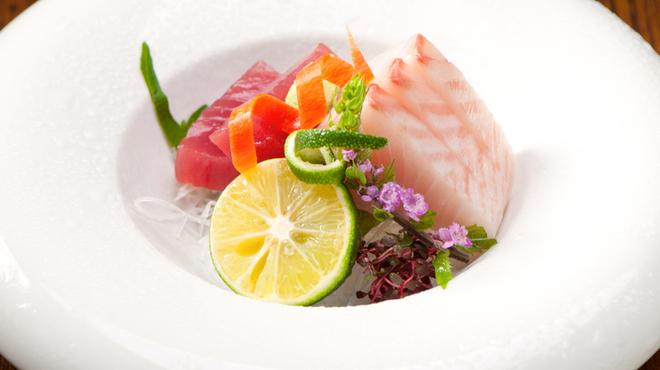 御馳喜々 - 料理写真:瀬戸内の魚を満喫『天然旬魚 造里盛り合せ 一人前』